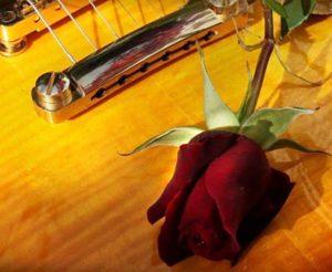 текст песни «Серебряная гитара» на русском